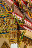 Detalles tailandeses tradicionales del frente del templo Fotografía de archivo libre de regalías