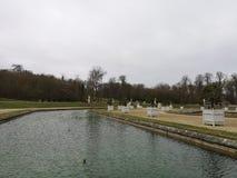Detalles tranquilos de la fuente de agua en el ámbito nacional del parque de Saint Cloud imagenes de archivo