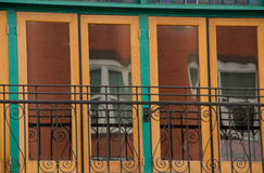 Detalles verdes y amarillos de un edificio victoriano en Gaslamp Quar Foto de archivo