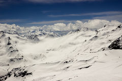 detcapped berg nå en höjdpunkt Royaltyfri Foto