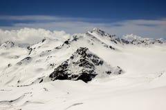 detcapped berg nå en höjdpunkt Royaltyfri Bild
