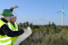 Detectando turbinas eólicas da instalação Imagens de Stock Royalty Free