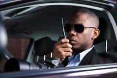 Detective Sitting Inside Car imagenes de archivo