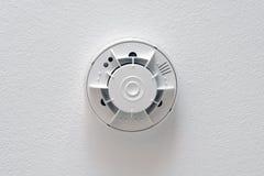 Detector de fumo no teto Fotografia de Stock Royalty Free