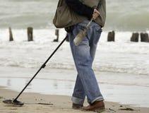 Detector de metais na praia Fotos de Stock