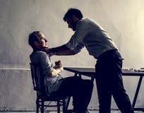 Detektiv- framtvingande till en man fotografering för bildbyråer