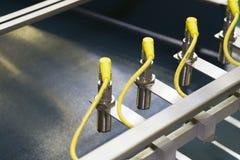 Detektor auf der Beförderung der Maschine über Verkehrsgürtel stockfotos