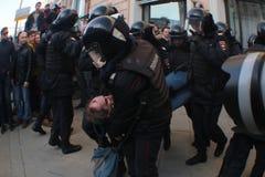 Detención de un oposicionista Imagen de archivo libre de regalías