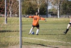 Detención del balón de fútbol Imagen de archivo