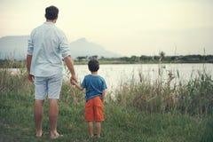 Detener al padre de las manos fotos de archivo libres de regalías