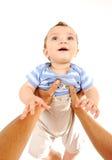 Deteniendo a mi hijo del bebé al aire libre Fotos de archivo