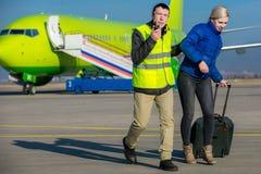 Detenzione criminale ad un aeroporto fotografia stock libera da diritti