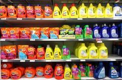 Detergentes en supermercado Imágenes de archivo libres de regalías