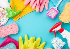 Detergenty i cleaning akcesoria w pastelowym kolorze Cleaning se fotografia royalty free