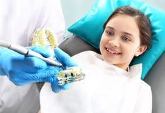 Deterioração de dente nas crianças, higiene oral foto de stock royalty free