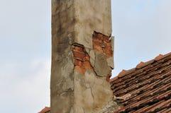 Deteriorated mattone-ha fatto il camino Immagini Stock Libere da Diritti
