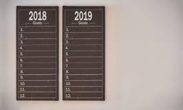 Determinación de concepto de las metas del ` s del Año Nuevo a bordo la pared Fotos de archivo libres de regalías