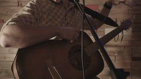 Determinación de los instrumentos musicales antes de cantar metrajes