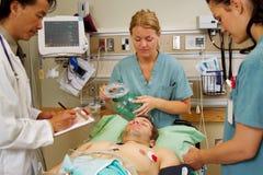 Determinación del paciente en emergencia fotografía de archivo libre de regalías