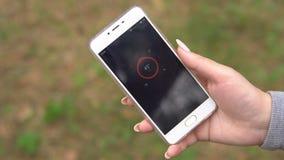 Determine o sentido do curso usando a aplicação do compasso no telefone filme