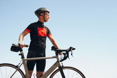Determined male cyclist looking away Stock Photography