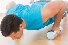 Determined young man doing push ups Royalty Free Stock Images