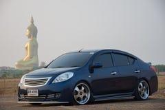 Determini un viaggio di automobile al grande Buddha della Tailandia in Ang Thong Immagini Stock