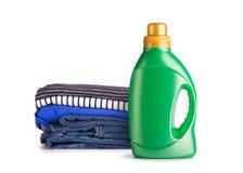 Detersivo di lavanderia liquido su un fondo bianco fotografie stock libere da diritti