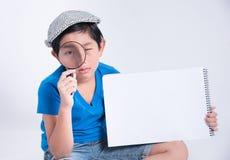 Detetive asiático do menino foto de stock royalty free