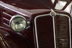 Detial van voormasker en koplamp van vooroorlogse compacte Tsjechoslowaakse auto Tatra, misschien T57B royalty-vrije stock afbeelding