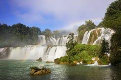 Detian vattenfall i Kina, också som är bekant som förbudet Gioc i Vietnam Arkivfoto