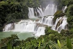 Detian vattenfall i Kina, också som är bekant som förbudet Gioc i Vietnam Royaltyfri Foto