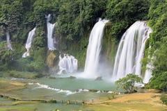 Detian vattenfall i Kina, också som är bekant som förbudet Gioc i Vietnam Fotografering för Bildbyråer