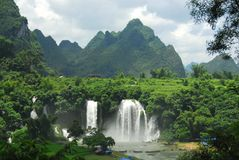 DeTian Waterfall on border Royalty Free Stock Photography