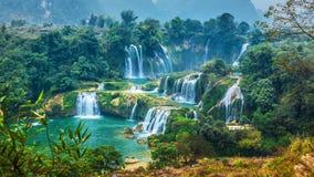 Detianwaterval in de bergwatervallen van China Changbai in China Stock Foto's