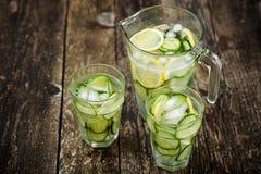 Detox de l'eau avec le concombre et le citron Photos libres de droits