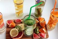 Detox de l'eau pour nettoyer le corps images stock