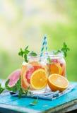 Detox del agua con el pomelo y la naranja Imágenes de archivo libres de regalías