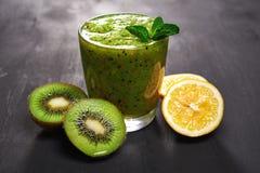 Detox groene smoothie Stock Afbeelding