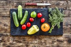 Detox, Kopfsalat, Tomaten, Gurken, Dill, Gemüsepaprika, Kalk, v Stockfotos