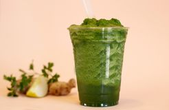 Detox verde del jengibre del Smoothie Imagen de archivo