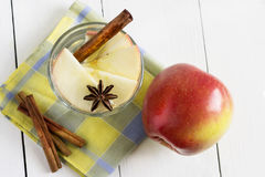 Detox water with apple, cinnamon and anise Royalty Free Stock Photography