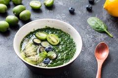Detox zielony smoothie w pucharze Obraz Stock