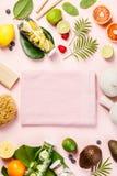 Detoxfrukt ingav vatten, tropiska frukter, sidor och SPA settien Fotografering för Bildbyråer