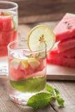 Detoxvatten Ny vattenmelon med citronen och mintkaramellen arkivfoton