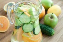 Detoxwater voor gewichtsverlies, hoogste mening Stock Fotografie