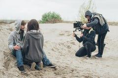 Detrás de la escena Actor y actriz delante de la cámara foto de archivo