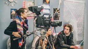 Detrás de la escena Escena de la película de la película del equipo de filmación en estudio imagen de archivo libre de regalías