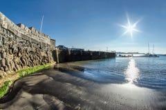 Detrás de la pared de Cobb -- Lyme Regis imagen de archivo libre de regalías