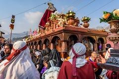 Detrás de la procesión santa de jueves, Antigua, Guatemala Fotos de archivo libres de regalías
